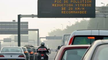 Ces derniers jours, la vitesse a été réduite sur le périphérique parisien pour limiter une pollution favorisée par le beau temps.