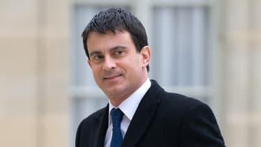Le ministre de l'Intérieur Manuel Valls en déplacement samedi en Corse après des tirs de roquette contre deux casernes de gendarmes.