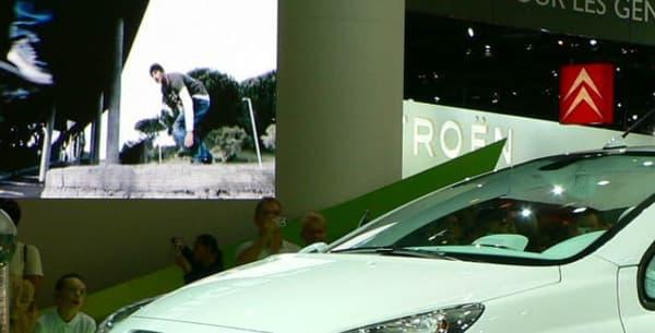 Le concept Peugeot 207 e-pure (oh un 1007 au fond, vraiment osé ce Mondial 2006!)