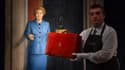 La fameuse valise en cuir rouge ayant appartenu à Margaret Thatcher a été vendue 334.000 euros.