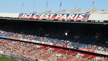 """Le slogan """"Ici c'est Paris"""" était déjà présent en 2010, avant que les associations de supporters ne soient interdites."""