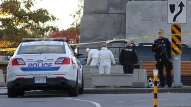 La police sur les lieux où un militaire a été tué, mercredi à Ottawa.