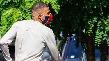 Kylian Mbappé masqué pour l'entraînement du PSG