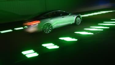 Tesla cherche à faire installer des stations de recharge un peu partout.