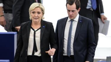 Marine Le Pen et Nicolas Bay au Parlement européen à Strasbourg en avril 2017.