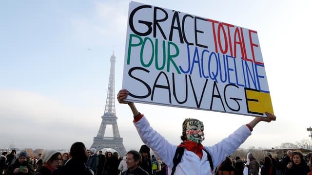 Le président de la République a finalement décidé d'accorder une grâce totale à Jacqueline Sauvage. Elle est sortie de prison ce mercredi en fin d'après-midi.