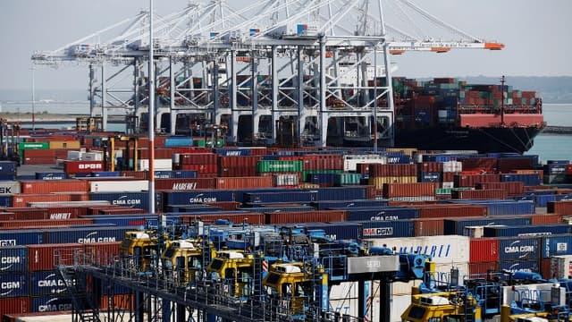 Des containers au port du Havre
