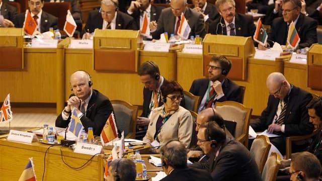 Réunion au Caire mardi entre les ministres des Affaires étrangères européens et arabes sur la Syrie. La France a reconnu officiellement la nouvelle coalition regroupant l'opposition syrienne, qui réclame un soutien financier de la part des pays européens