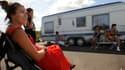 Des gens du voyage installés devant leur caravane, le 23 juillet 2010 à Agde (Hérault).