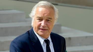 François Rebsamen compte tenter une expérimentation en suspendant ces seuils.