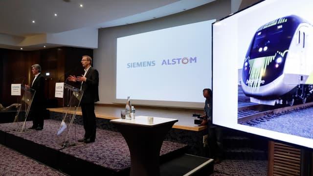 Joe Kaeser (Siemens) et Henri Poupart-Lafarge (Alstom) lors de la présentation de leur projet de rapprochement à Paris, en septembre 2017.