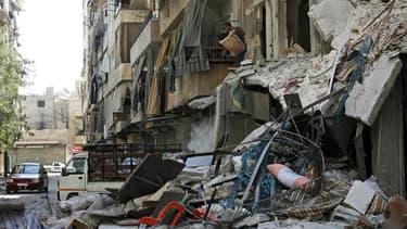 Quartier de Boustane al-Bacha, à Alep. Un raid aérien sur un quartier résidentiel d'Alep a fait dimanche des dizaines de morts et de blessés et aggravé la pénurie d'eau dans la capitale économique de la Syrie. A Damas, les forces loyales ont poursuivi leu