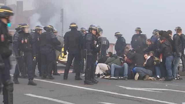 Une manifestation d'identitaires a eu lieu samedi matin à Calais.