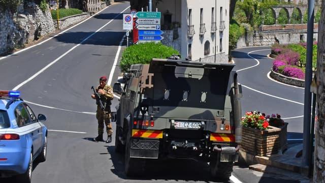 Des militaires déployés dans les rues de Taormine, en Sicile, le 22 mai, quelques jours avant le début du G7.
