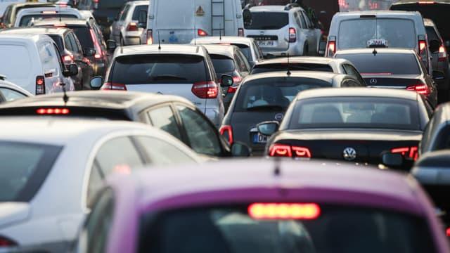 Selon une étude publiée ce mercredi par Identicar, les automobilistes de plus de 70 ans sont ceux qui klaxonnent le plus.