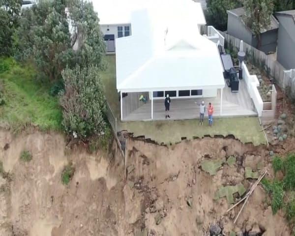 Les maisons se trouvent désormais à quelques centimètres de la mer