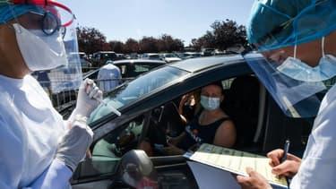 Drive test du coronavirus à Laval le 9 juillet 2020