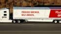 Le poids lourd chargé de bière Budweiser a traversé sur autoroute une partie du Colorado, dans l'ouest des États-Unis, avec pour seuls guides ses caméras, radar et senseurs.