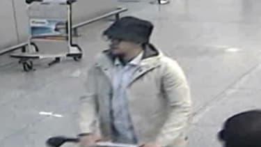 """Un homme britannique a plaidé coupable le 8 novembre dernier, pour avoir aidé financièrement Mohamed Abrini, l'""""homme au chapeau"""" des attentats de Bruxelles et suspecté d'être logisticien dans les attentats de Paris."""