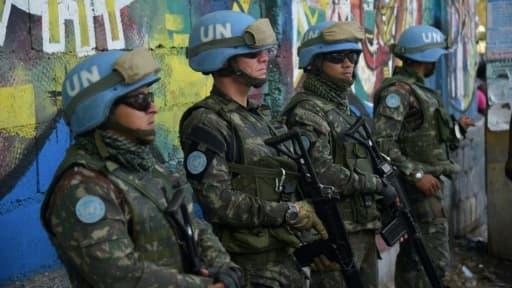 Des soldats brésiliens membres de la mission de l'ONU Minustah à Haïti, le 27 mars 2017 à Port-au-Prince