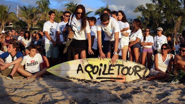 Des proches et des amis d'Elio lui ont rendu hommage sur les plages de la Réunion.