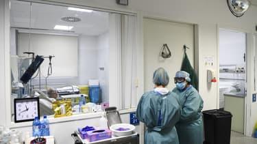 Une équipe de soignantes à l'hôpital universitaire d'Igualada en Espagne le 1er décembre 2020