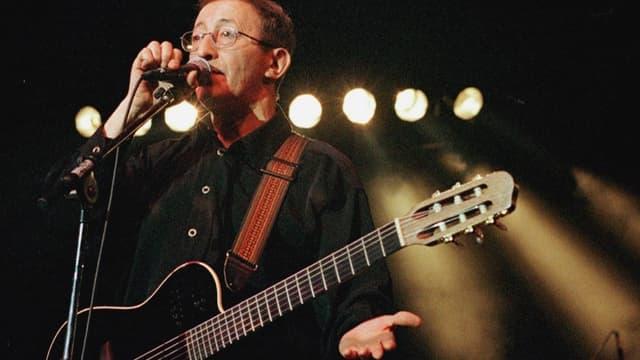 Le chanteur Idir, en avril 2000 au printemps de Bourges.