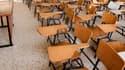 Le ministre de l'Education Luc Chatel a annoncé que les enseignants débutants commenceraient leur carrière avec un salaire dépassant symboliquement les 2.000 euros bruts à partir de février 2012. /Photo d'archives/REUTERS