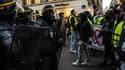Des CRS face aux manifestants, le 18 novembre 2018 près de l'Elysée à Paris.