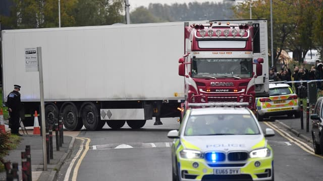Le camion frigorifique dans lequel ont été retrouvés 39 corps sans vie, à Grays, au Royaume-Uni
