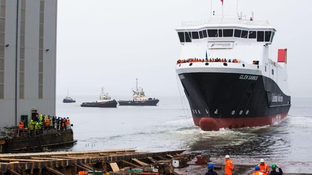 Le ferry écossais MV Glen Sannox, peut fonctionner indifféremment au gaz naturel liquéfié et au gasoil marin
