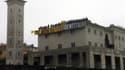 73 membres de Génération Identitaire étaient grimpés sur le toit de la Grande Mosquée de Poitiers en chantier le 20 octobre 2012.