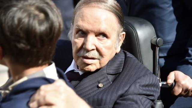 Abdelaziz Bouteflika à un bureau de vote, le 23 novembre 2017 à Alger.