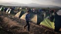 Bloqués à la frontière avec la Macédoine, des milliers de réfugiés s'entassent dans des tentes sur le camp grec d'Idomeni.