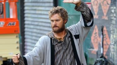 Finn Jones, dans le rôle de Danny Rand, dans la série Marvel Iron Fist.