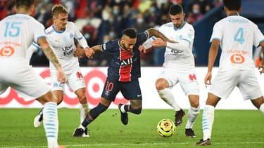 Neymar au milieu des joueurs de l'OM au match aller