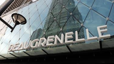 Le centre commercial Beaugrenelle, inauguré en octobre 2013, est situé dans le 15e arrondissement.