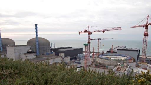 L'EPR de Flamanville est en cours de construction. Il est décrié par les associations écologiques qui militent pour la transition énergétique.