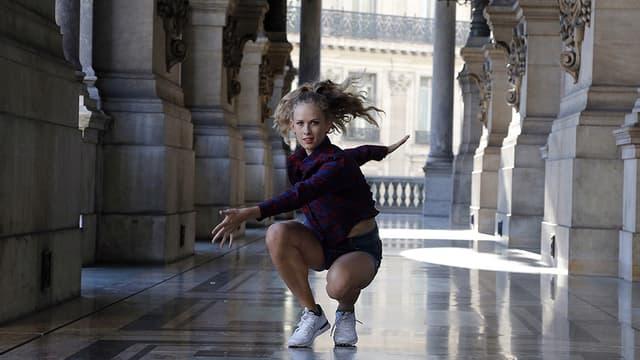 """Une danseuse du ballet de l'opéra de Paris, dans le spectacle """"Vingt danseurs pour le 20e siècle"""", le 19 septembre 2015."""
