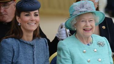 Kate Middleton et Elizabeth II lors du jubilé de la reine à Londres en 2012