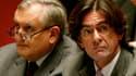 Luc Ferry et son ancien premier ministre, Jean-Pierre Raffarin. Ce dernier affirme ne pas être au courant des affirmations de l'ex-ministre de l'Education nationale.