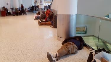Des centaines de passagers se sont retrouvés bloqués dans les aéroports américains.