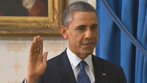 Barack Obama a prêté serment en famille dimanche, mais recommencera ce lundi en public.
