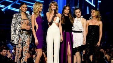 La chanteuse Taylor Swift, l'actrice et chanteuse Zendaya, les mannequins Martha Hunt et Lily Aldridge ainsi que les actrices Hailee Steinfeld et Ellen Pompeo