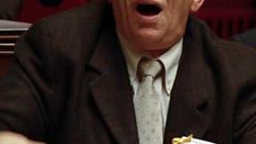 Le président de l'Assemblée nationale, Bernard Accoyer (UMP), va porter plainte contre le député communiste Maxime Gremetz (photo), qui a perturbé mercredi une réunion consacrée à la crise nucléaire au Japon. /Photo d'archives/REUTERS/Charles Platiau
