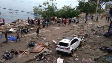 Le 29 septembre, au lendemain du séisme et du tsunami, sur l'île des Célèbes.