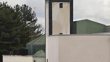 Une mosquée à Mantes-La-Jolie, dans les Yvelines. Dans une interview au Monde, le ministre de l'Intérieur Claude Guéant dit vouloir apaiser le débat sur l'islam en France -que la gauche lui reproche d'avoir alimenté par les mesures sur le port du voile ou