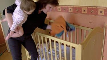 La maternité affecte davantage la carrière des femmes que celles des hommes. Ces derniers ne sont que 12% à modifier leur implication professionnelle après la naissance d'un enfant.