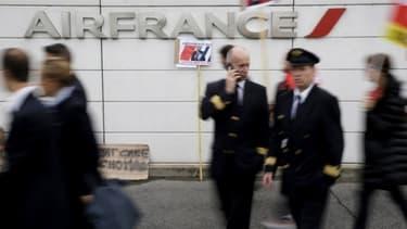 L'appel à la grève de ce vendredi 23 mars implique toutes les catégories de salariés d'Air France: pilotes, hôtesses, stewards et personnel au sol.