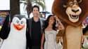"""Les acteurs David Schwimmer et Jada Pinkett-Smith, qui prêtent leur voix aux animaux du dessin animé """"Madagascar 3 : Bons baisers d'Europe"""", défilent sur la Croisette. /Photo prise le 17 mai 2012/REUTERS/Yves Herman"""